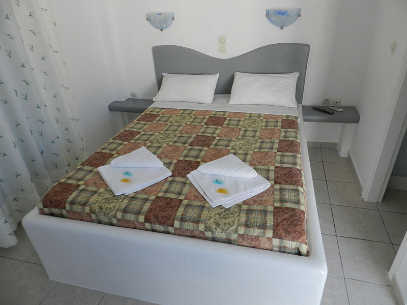 Double room with double bed in Kimolos