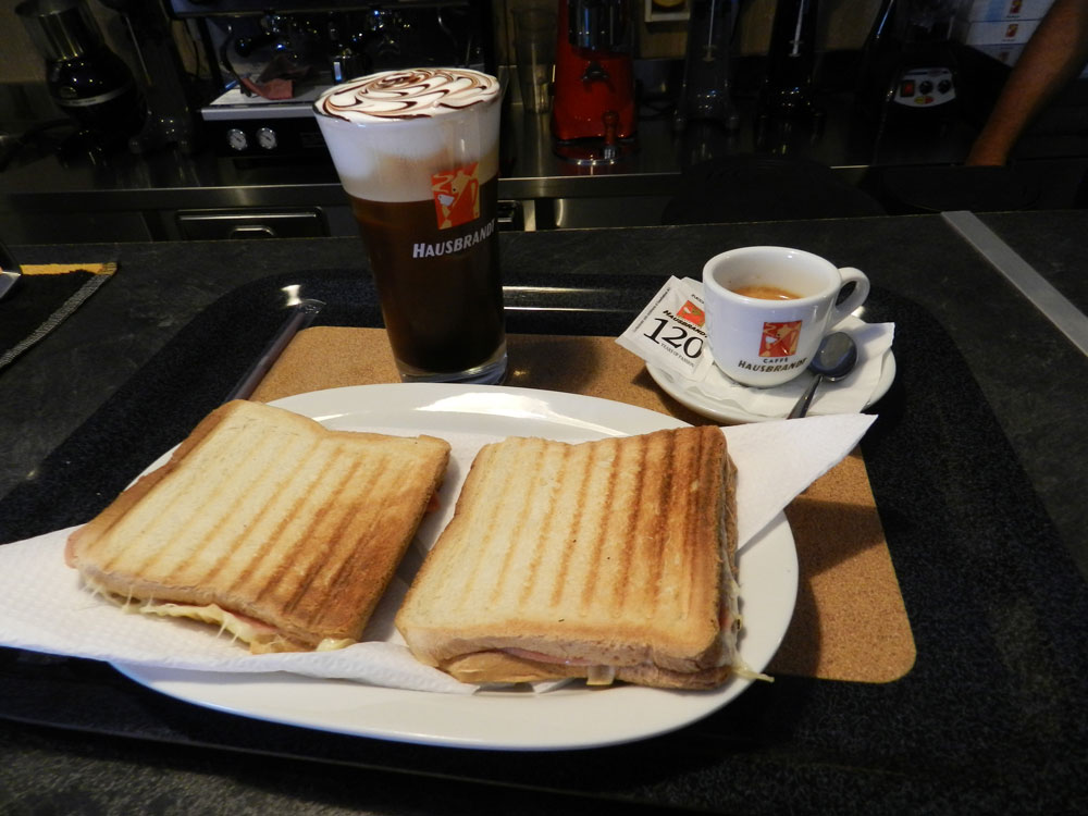 Breakfast at Prezanis rooms - Toast and coffee